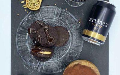 Cómo hacer galletas especiadas de cacao con tofe de cerveza