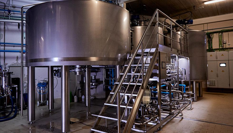 El equipo de elaboración de la cerveza artesana Arriaca tiene una capidad de hasta 8.000 litros