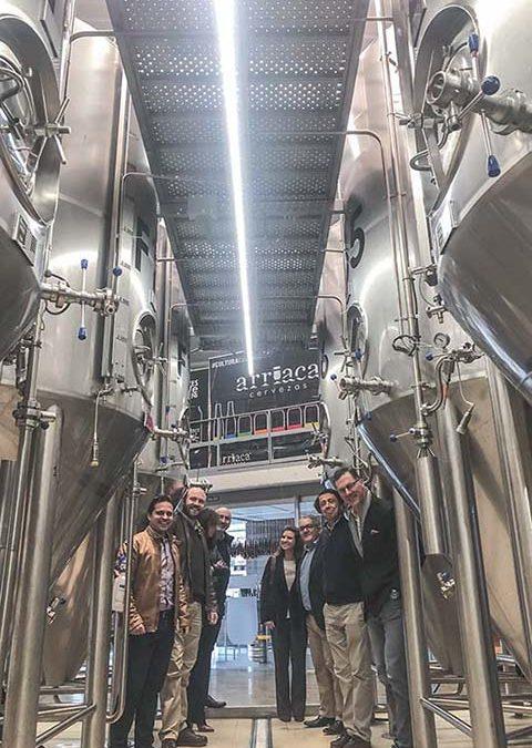 Ron Lewis, presidente de Ball Europa, visita Cervezas Arriaca