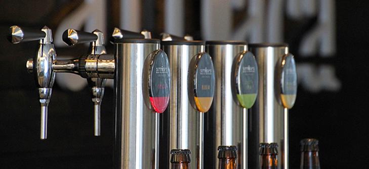 La fábrica de cerveza artesana Arriaca permanece abierta para el público general